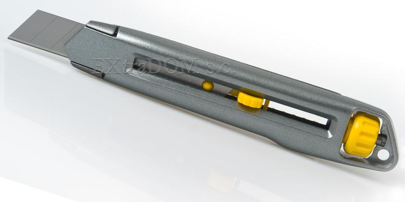nóż z ostrzem łamanym interlock Stanley